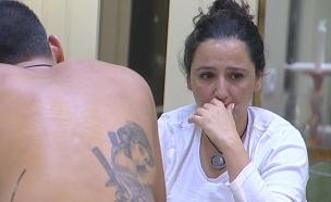 פלורי בוכה בשיחה אל תוך הלילה (צילום: מתוך האח הגדול 7 ,שידורי קשת)