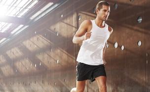 גבר מתאמן (צילום: אימג'בנק / Thinkstock)