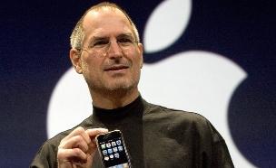 סטיב ג'ובס מציג את האייפון החדש בשנת 2007 (צילום: אימג'בנק/GettyImages ,getty images)