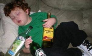 ילד שיכור (צילום: צילום מסך ,מעריב לנוער)