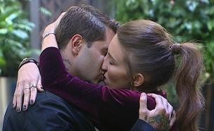 טניה ושי חי מתנשקים (צילום: מתוך האח הגדול 7 ,שידורי קשת)