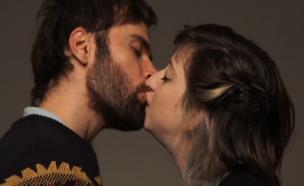 צפו בסרטון הנשיקות המלא (צילום: time out)