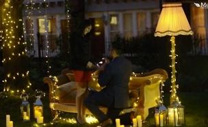 הצעת נישואים בסגנון חברים (צילום: צילום מסך ,מעריב לנוער)