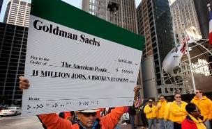 מפגין נגד בנק ההשעות גולדמן זאקס, 2010 (צילום: אימג'בנק/GettyImages)