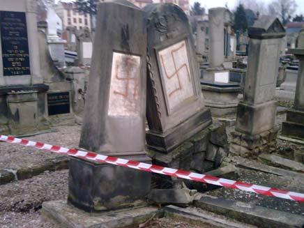 חילול קברים בצרפת (צילום: חדשות 2)