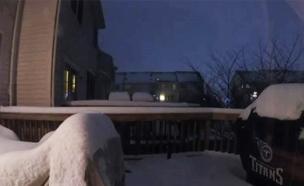 """צפו: השלג """"מעלים"""" את הבית (צילום: SKY news)"""