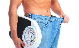 גבר בדיאטה (צילום: shutterstock: kurhan)