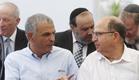 הוויכוח הוכרע, המהלך הושלם. יעלון וכחלון (צילום: ישראל סלם - פלאש 90)