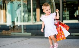 ילדה בקניון (צילום: shutterstock ,shutterstock)