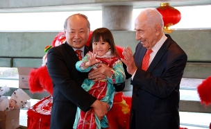 שמעון פרס ושגריר סין בישראל (צילום: חדשות 2)