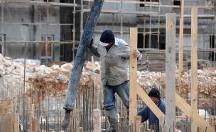 פועל בניין (צילום: פלאש 90 גילי יערי)