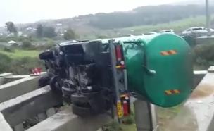 מבצע החילוץ במחלף סומך (צילום: כבאות צפון)