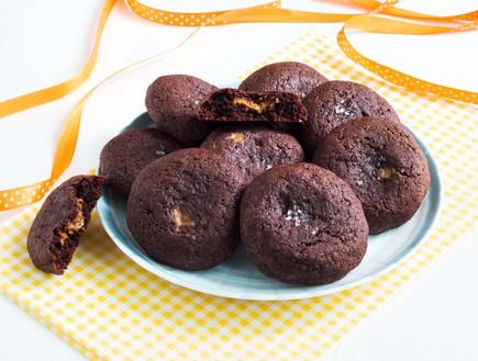 עוגיות שוקולד ממולאות לוטוס  (צילום: אולגה טוכשר ,אוכל טוב)