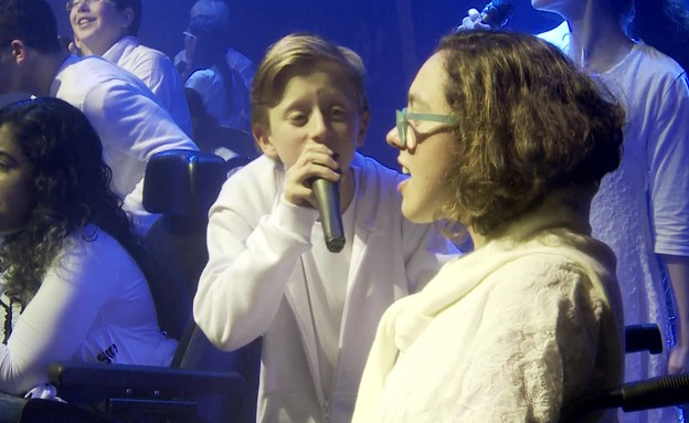 """ילדי """"בית ספר למוזיקה"""" באירוע התרמה ל""""אתגרים"""" (צילום: עמותת אתגרים ,יחסי ציבור)"""
