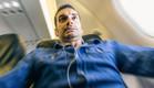 איש על מטוס (צילום: oneinchpunch, Shtterstock)