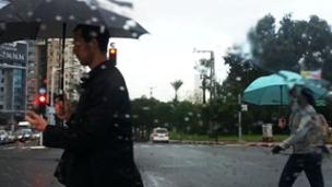 הכינו את המטריות (צילום: אלעד זוהר חדשות 2)