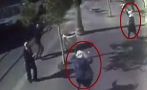 תיעוד: השוטר יורה במחבלת עם המספריים (צילום: מצלמת אבטחה)