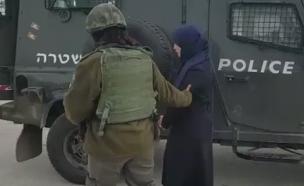המחבלת נעצרה לפני שהספיקה לדקור (צילום: חטיבת דובר המשטרה)