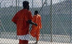 """""""אמלא את גואנטנמו בעוד דפוקים"""" (צילום: רויטרס)"""
