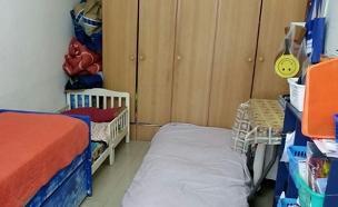 """7 נפשות בדירת 40 מ""""ר (צילום: עזרי עמרם, חדשות 2)"""