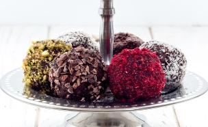 כדורי שוקולד ללא סוכר (צילום: אולגה טוכשר ,אוכל טוב)