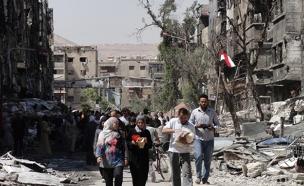 אזרחים סורים בחורבות דמשק (צילום: רויטרס)