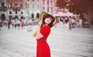 אישה שמחה (צילום: shutterstock ,מעריב לנוער)