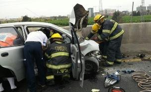 זירת התאונה לאחר ההתנגשות, היום (צילום: דוברות כבאות בני ברק)