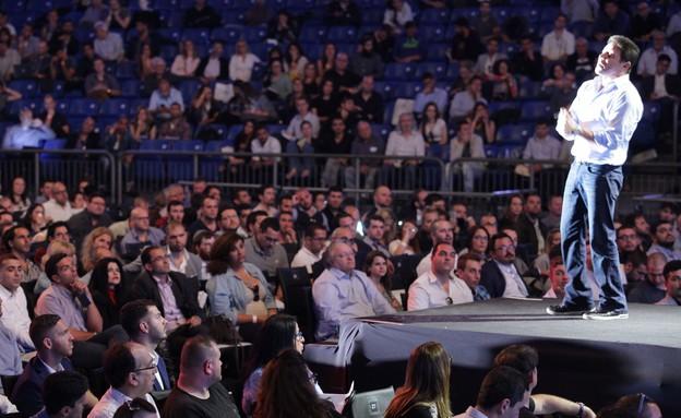 ג'ורדן בלפורט בהופעה בתל אביב (צילום: שי שבירו)