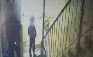 חשד: נכנס לבניין וניסה לגעת בילד