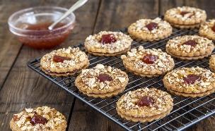 עוגיות שקדים במילוי ריבה  (צילום: אסף אמברם ,אוכל טוב)