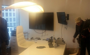משרדה של ענבל אור במכירה פומבית (צילום: חדשות 2)