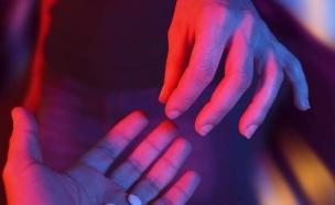 סמים במסיבה (צילום: Shutterstock/serpeblu)