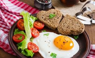 ארוחת בוקר (צילום: shutterstock: Timolina)