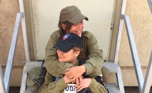 """אחיות למחסום (צילום: דובר צה""""ל)"""