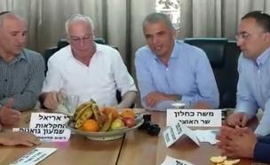 משה כחלון ואורי אריאל בפגישה עם החקלאים (צילום: חדשות 2)