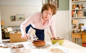 מריל סטריפ כג'וליה אופה עוגה (צילום: יחסי ציבור ,יחסי ציבור)