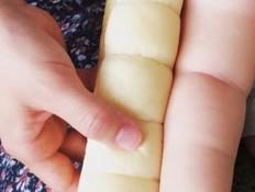 ידי תינוק לחם (צילום: twitter)