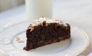עוגת שוקולד ושקדים לפסח (צילום: קרן אגם ,אוכל טוב)