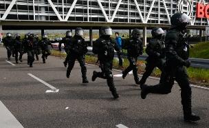 הפגנה מחוץ לכנס ימין קיצוני בגרמניה (צילום: רויטרס)