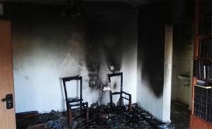 אחת הדירות בבניין שנשרף (צילום: כבאות והצלה בית שמש)