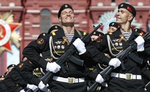 צפו במצעד החגיגי במוסקבה (צילום: רויטרס)
