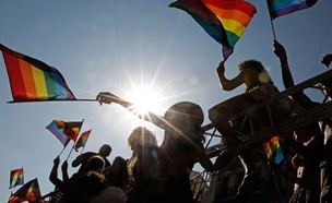 """המאבק בחוקים נגד להט""""ב נמשלך (צילום: רויטרס)"""