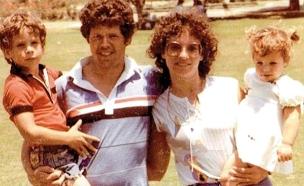 """נועה (מימין) עם אמה, אביה רן ז""""ל ואחיה (צילום: באדיבות המשפחה)"""