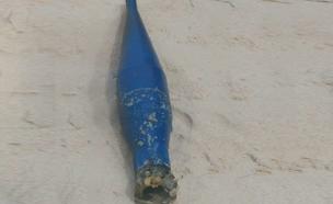 הפצצה שאותרה בחוף (צילום: דיווחי הרגע)
