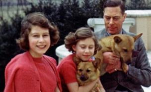 אליזבת הילדה בחיק בני משפחתה (צילום: AP)