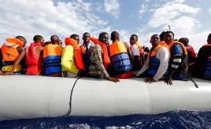 סירת פליטים, ארכיון (צילום: רויטרס)