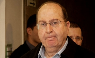 שר הביטחון שמודח - ומחליפו (צילום: AP, אוהד צויגנברג, פלאש 90, רויטרס)