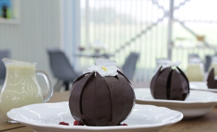 כדור שוקולד נפתח (צילום: דניאל בר און ,בייק אוף ישראל)