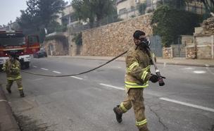 השריפה בירושלים, אתמול (צילום: יונתן סינדל, פלאש 90)